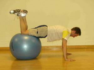 Med Ball Press Up 1
